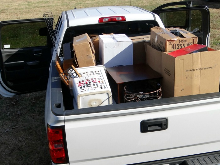 Moving is difficult. But there are some simple tricks that will help you have a smooth moving day.