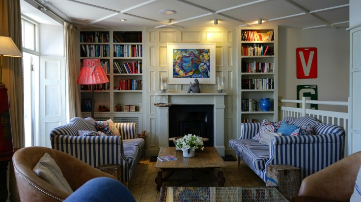 Need to furnish your home on a budget? Hand-me-down furniture is a fantastic solution! Here are 5 reasons I love it...